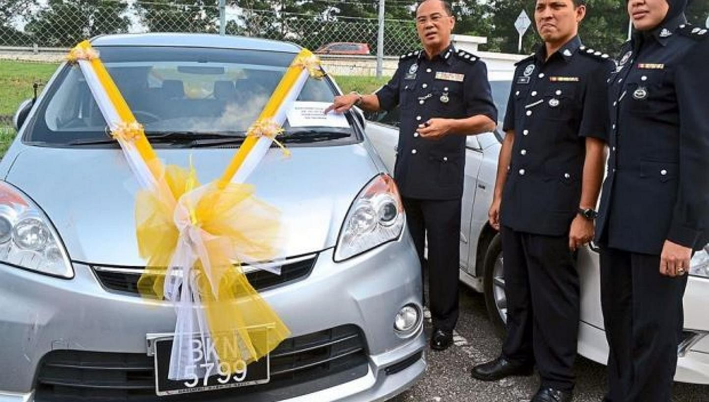 Malaysia Robbery Gang Uses Stolen Car For Wedding Procession Se