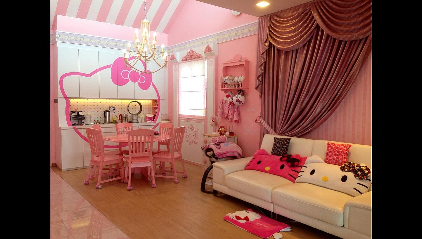 Hello Kitty House Tour women decorate their homes thoroughly in a hello kitty theme, home