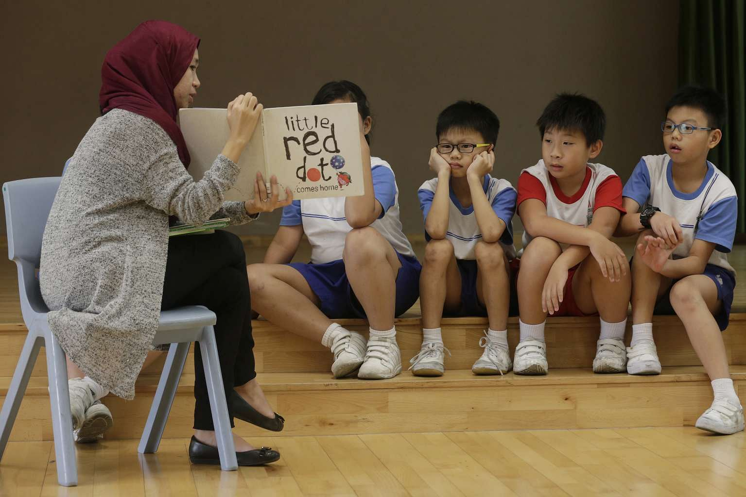Singapore Education Ministry cuts back on hiring teachers ...