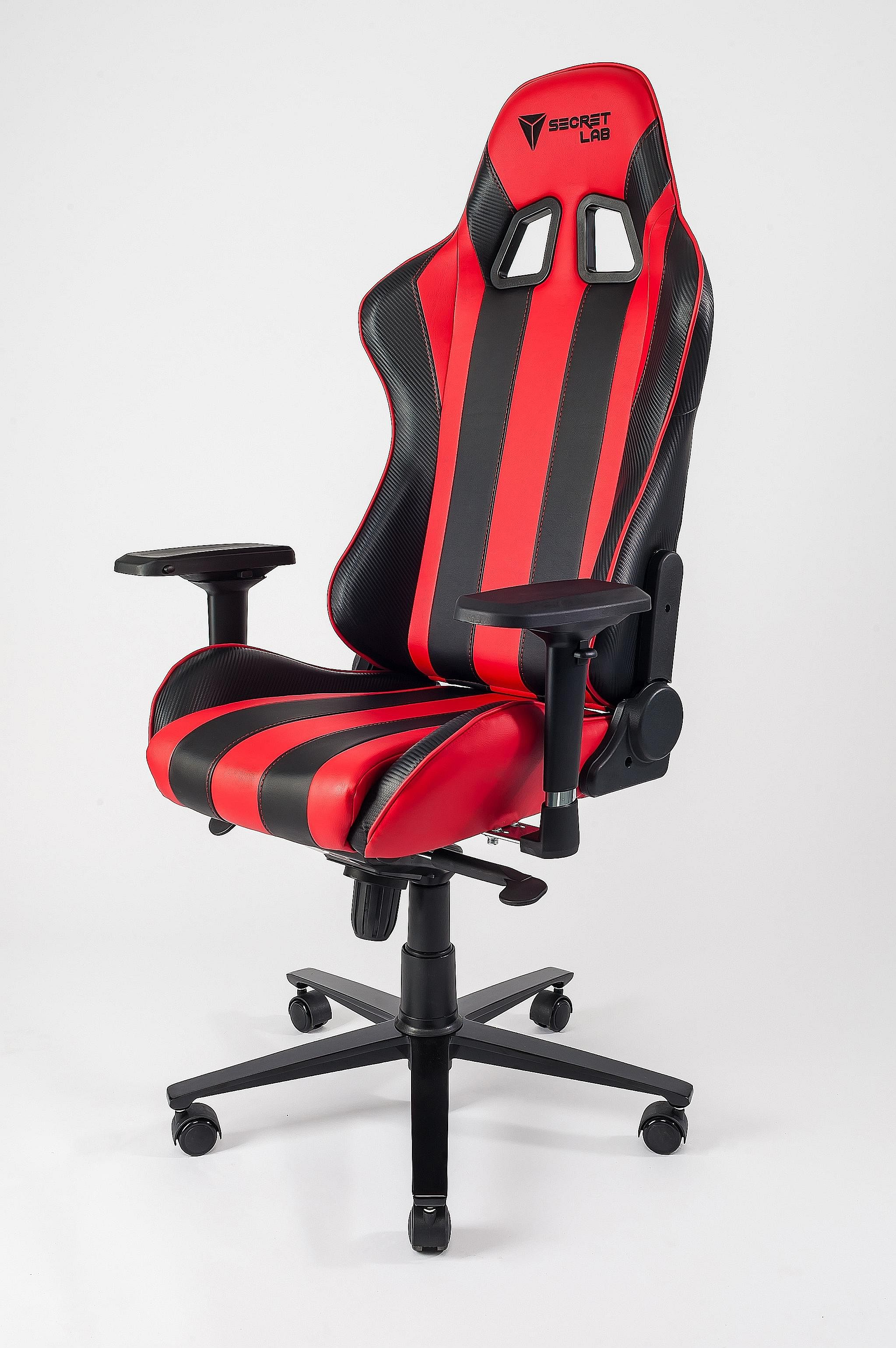 The Throne V2 (left) and the Omega are sequels to the highly popular Throne V1. They feature an aluminium wheelbase and armrests that can be adjusted on four axes.