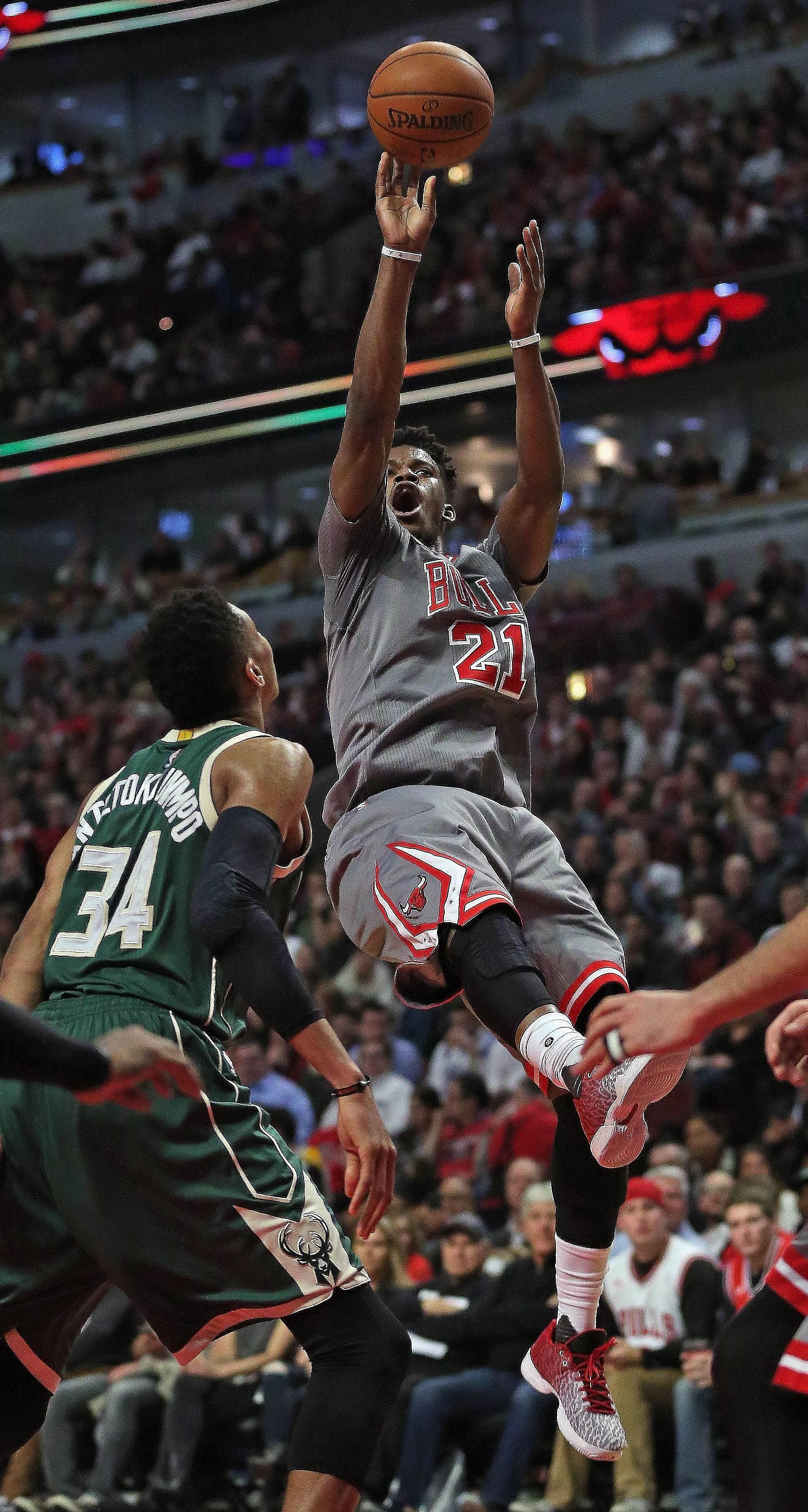 Continuing his recent hot streak, the Chicago Bulls guard Jimmy Butler puts up a shot over the Milwaukee Bucks' Giannis Antetokounmpo en route to 32 points in the Bulls' win. Butler had scored 42 points against the Toronto Raptors in his last game.