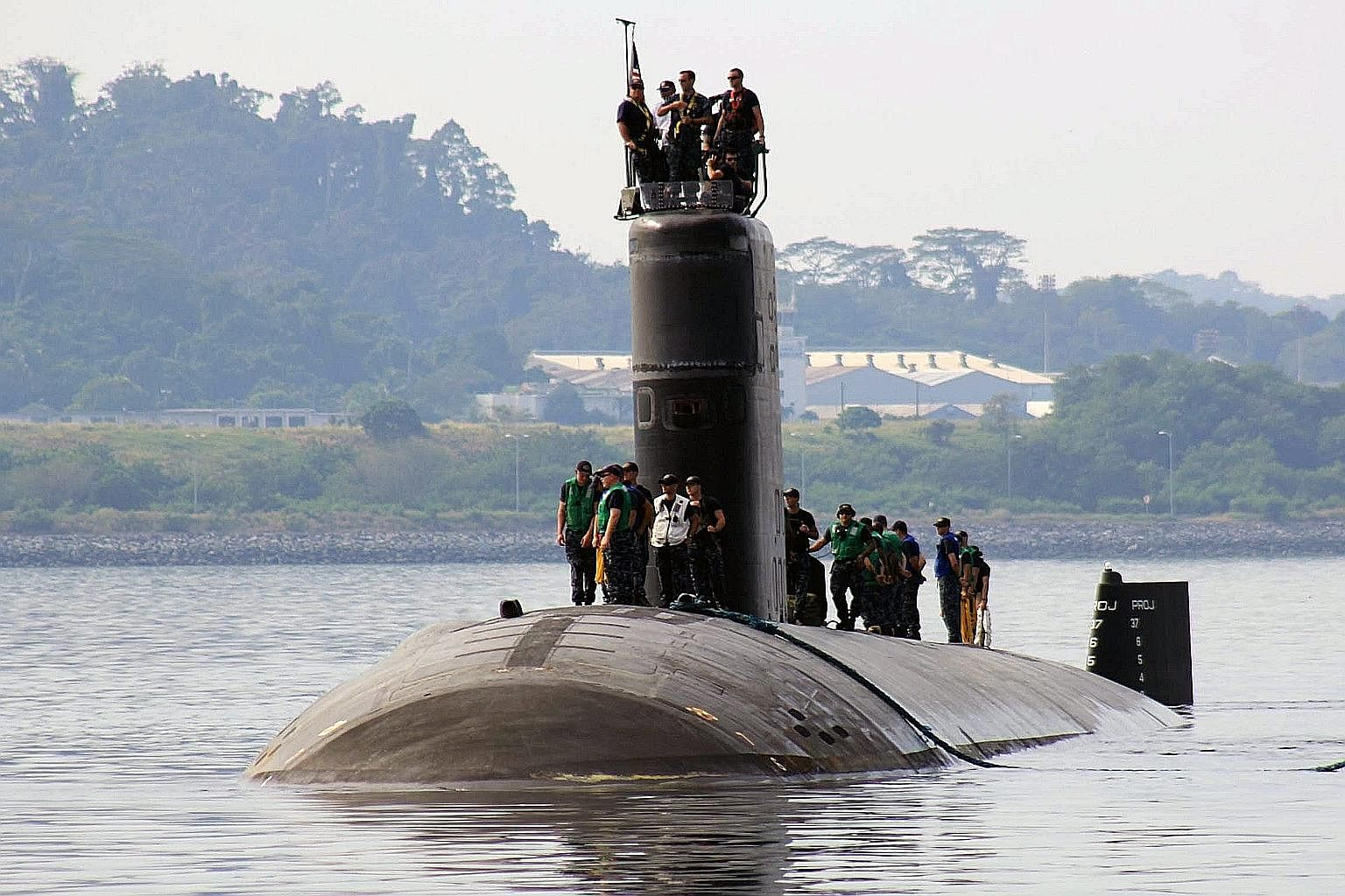 A submarine crew mooring the USS Topeka at Subic port, the Philippines, last Tuesday. A new pact between the Philippines and the US will give the US access to military bases like Subic, Clark and Oyster Bay, which are close to disputed areas in the S