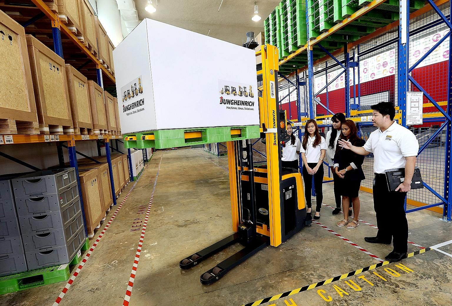 Students on the Earn and Learn Programme for the logistics industry learning about the driverless forklift at the Supply Chain Innovation Lab at Republic Polytechnic.