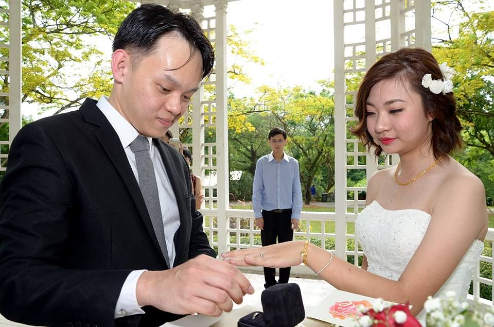 1495c6587f6 Newlyweds share wedding photos gone awry  post goes viral on ...