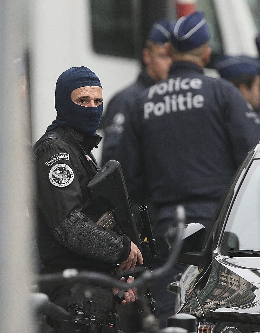 Police blocking access to the City2 shopping centre in Brussels yesterday after a man called the police to say that he had been abducted and forced to wear an explosives belt.