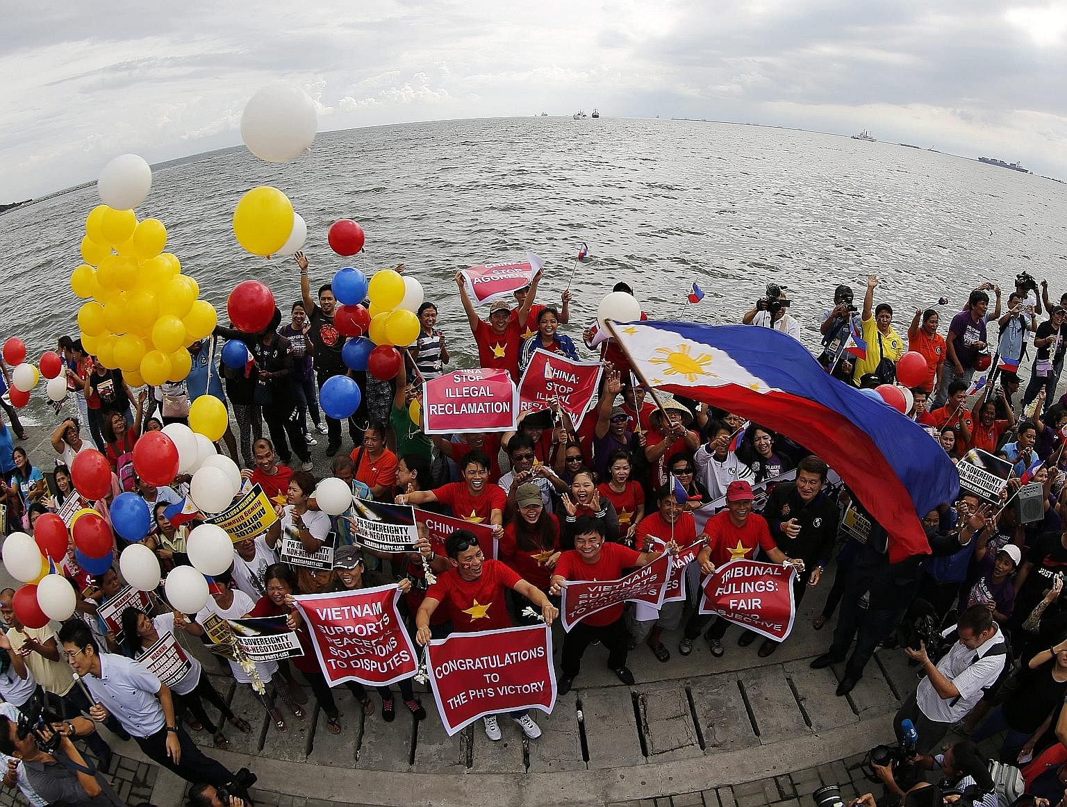 Civil society groups rallied in Manila on Tuesday, ahead of the UN-backed Arbitral Tribunal's ruling. The tribunal ruled unanimously in favour of almost all of the 15 disputes submitted by Manila.