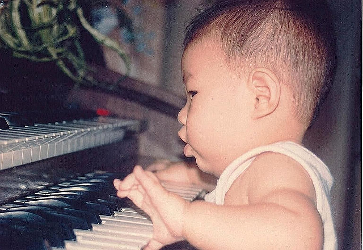 When Dr Tan was five, he attended a Yamaha keyboard class. He enjoyed it so much that his parents started him on private lessons. The Community Chest TrueHearts show is one of many charity events that Dr Tan has performed for. Dr Tan at the Yong Siew