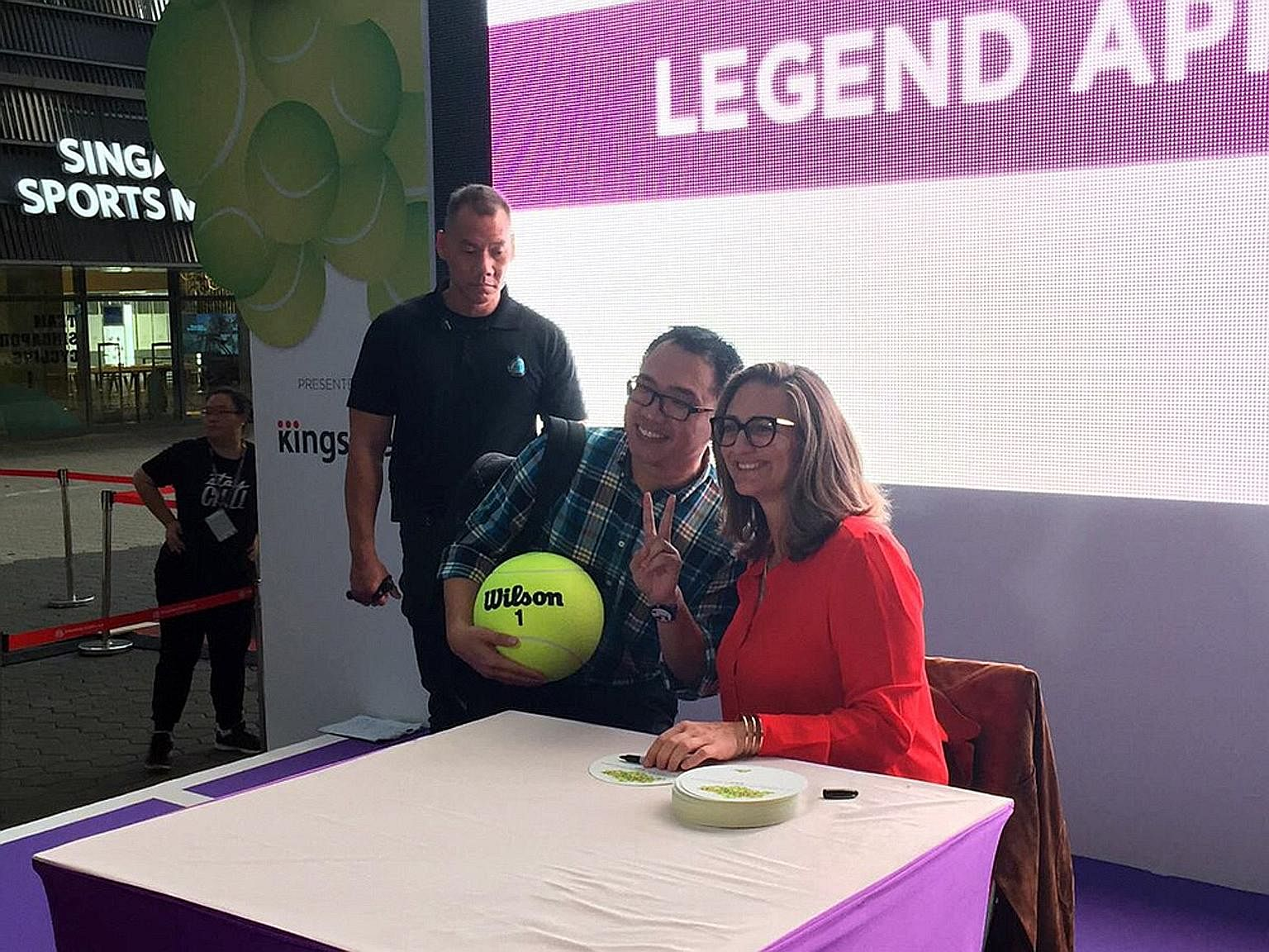 Some lucky fans get the chance to meet two-time Grand Slam winner Mary Pierce at the Fan Village stage.