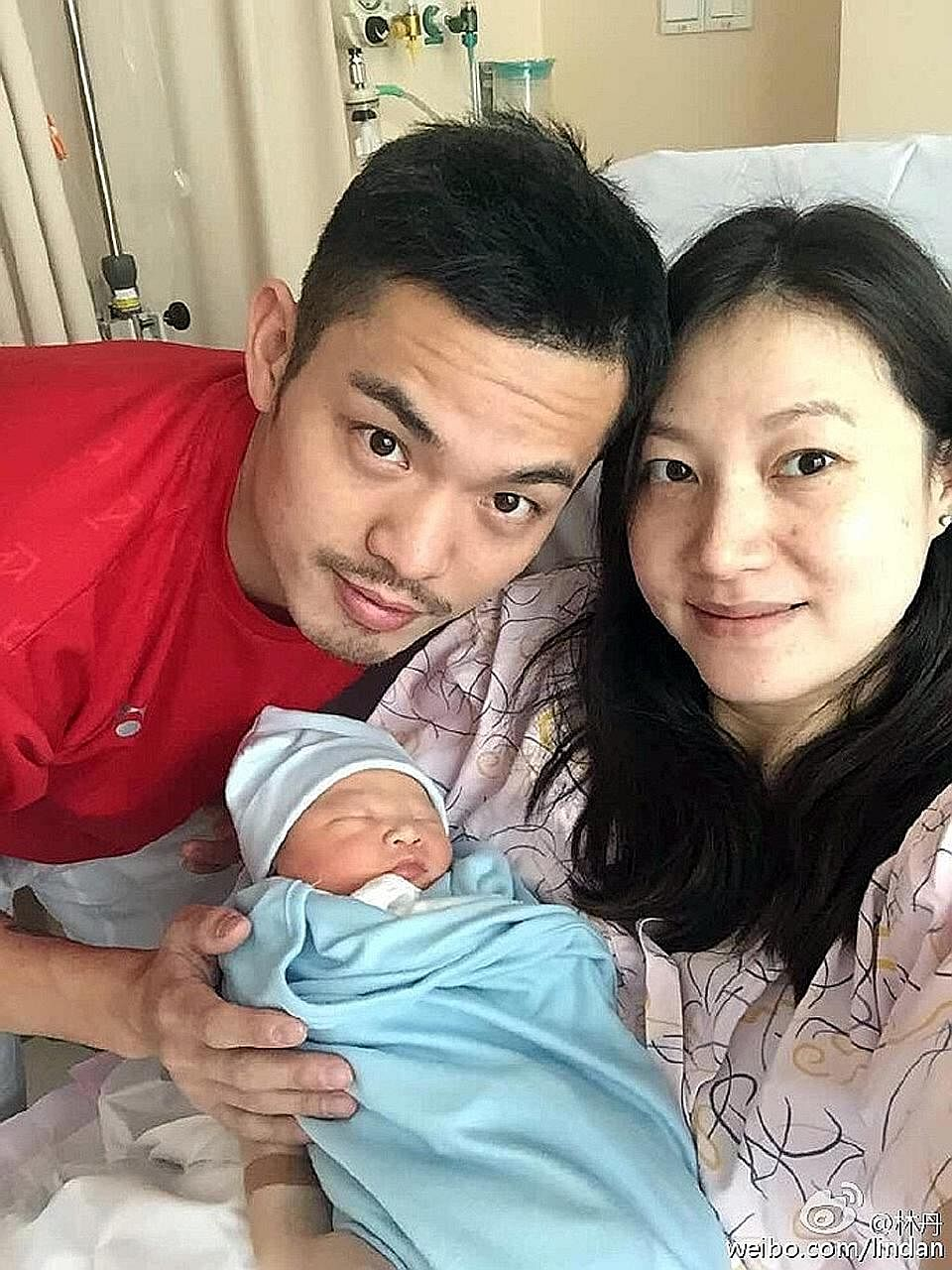 Lin Dan and Xie Xingfang with their son, who was born on Nov 5.