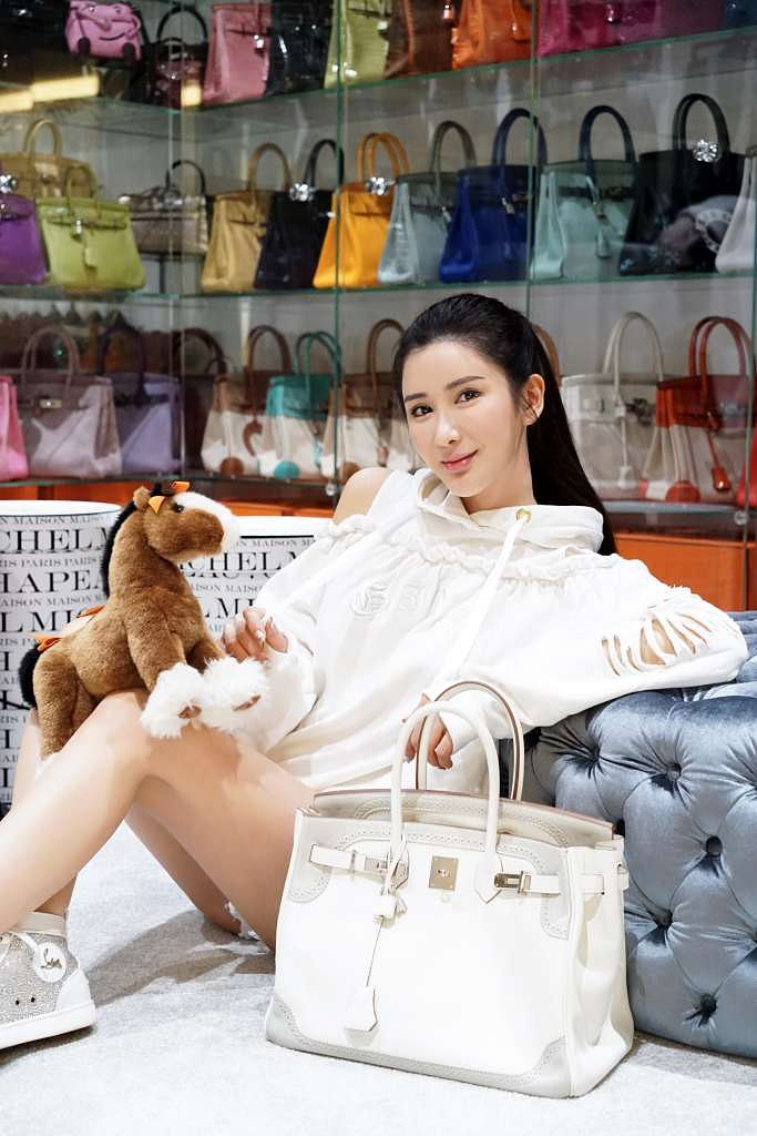 3a28f28705c6 Socialite Jamie Chua withdraws anti-harassment suit against business  partner