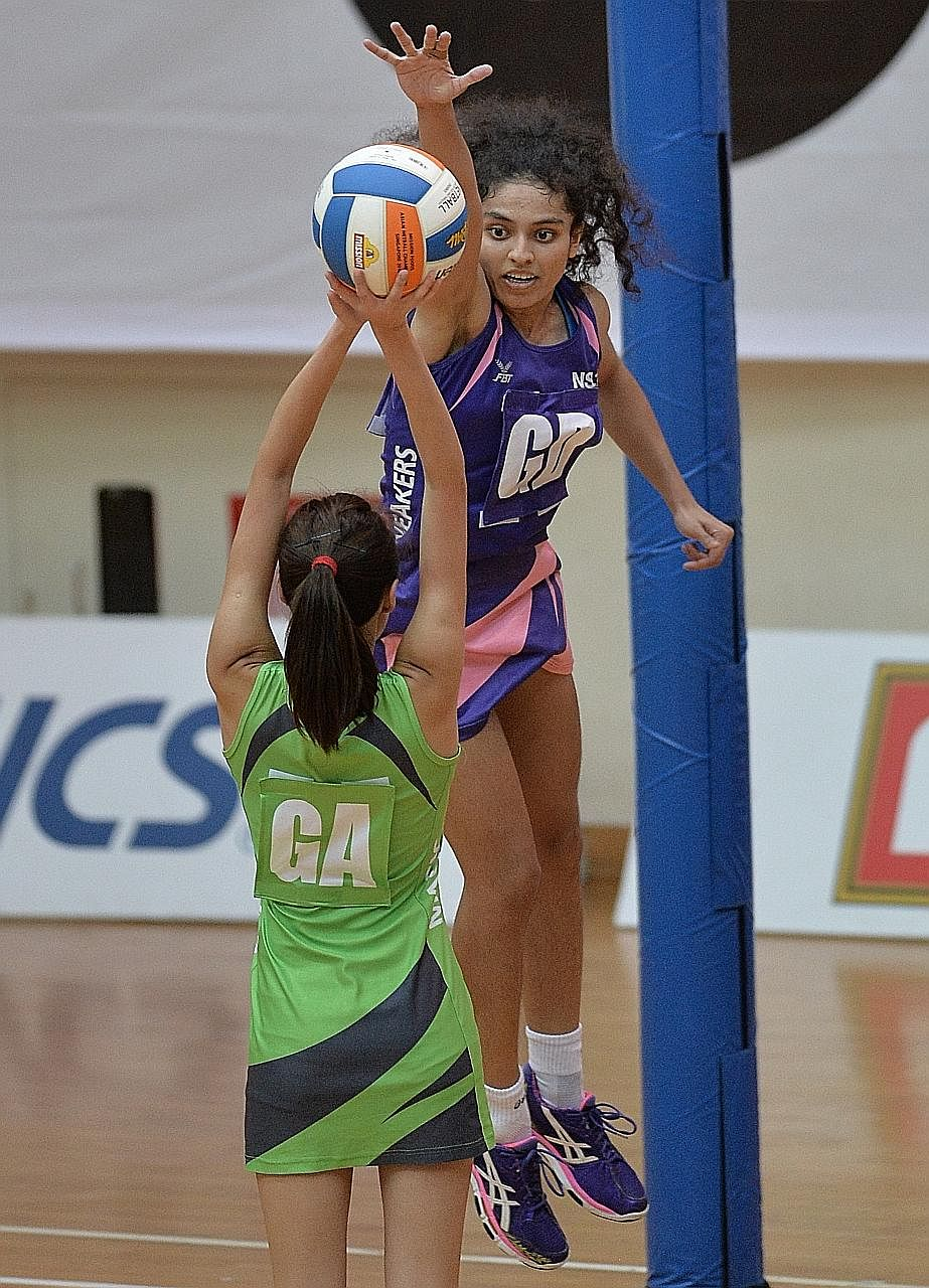 Stingrays' goal defence Parveen Nair tries to prevent her rival from scoring during the 2015 Netball Super League final against the Marlins.