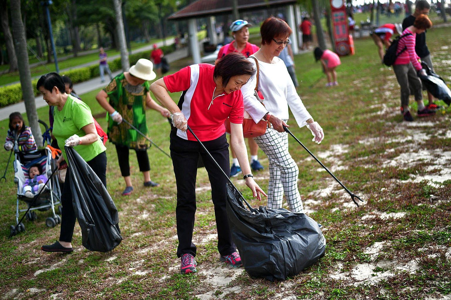 when decisions are based on social norms rather than our volunteers led by nee soon grc mp lee bee wah picking up litter to help clean up the east coast park the power of social opinion can also be harnessed to