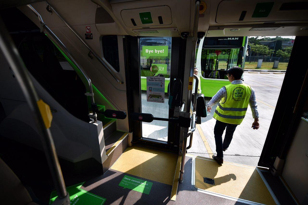 3 door double decker bus with 2 staircases and usb ports for Door to door transport