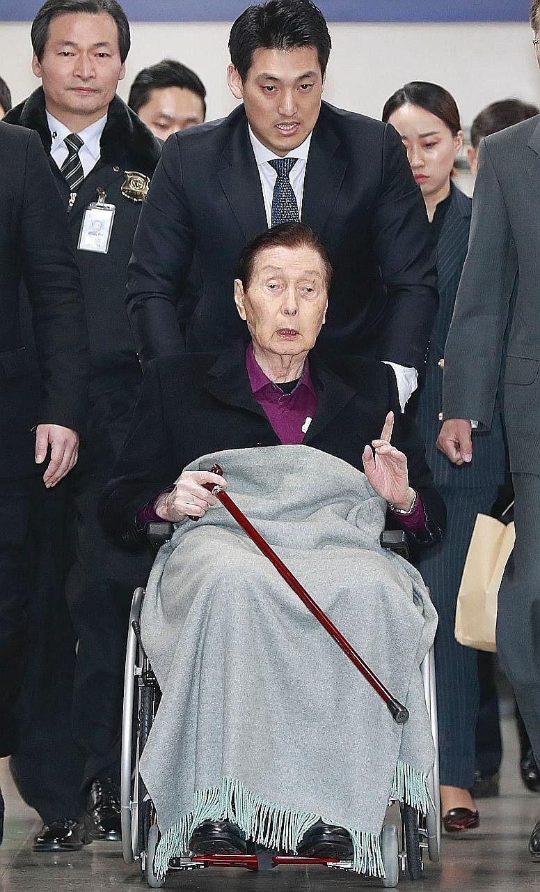 Lotte founder's family reunites - in the dock, East Asia