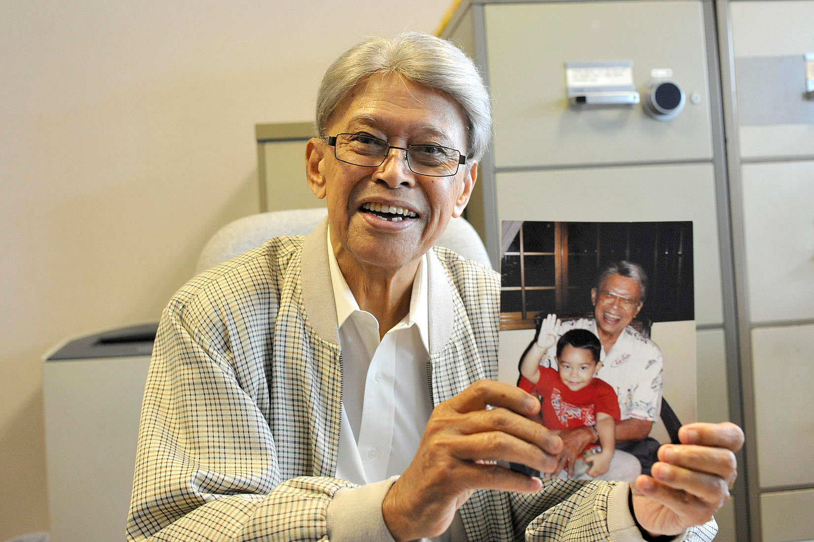 Othman Wok, member of Singapore's first Cabinet, dies at 92