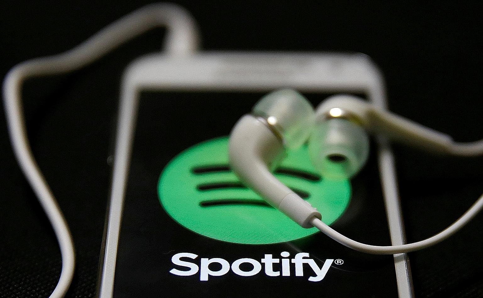 Some users of the popular music-streaming service, Spotify, have reportedly received prompts for a new Hi-Fi subscription, which promises uncompressed, lossless, CD-quality playback.
