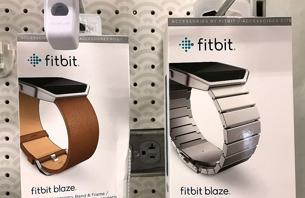Cops: Wife's Fitbit logs steps after husband says she died