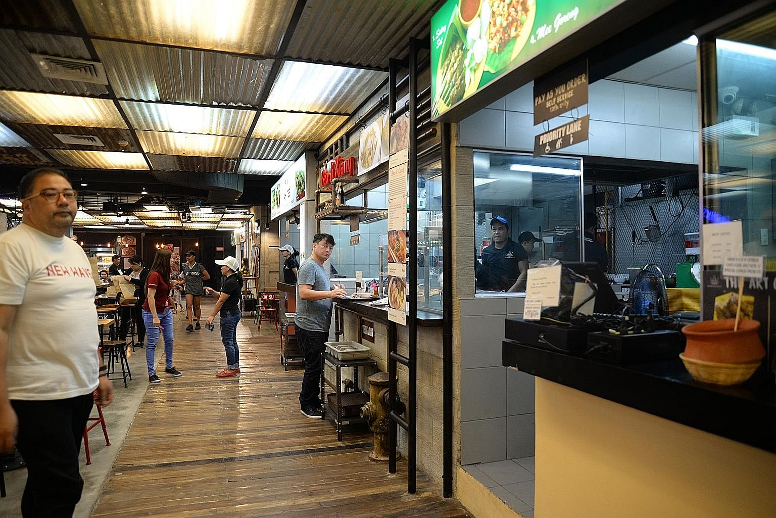 A familiar sign (above) for Singaporeans at Makansutra Hawkers, which has been drawing customers since it opened last year. Mr JJ Yulo (left) is chef and part-owner of Makansutra Hawkers, a 12-stall, kopitiam-style restaurant at a corner of Manila's