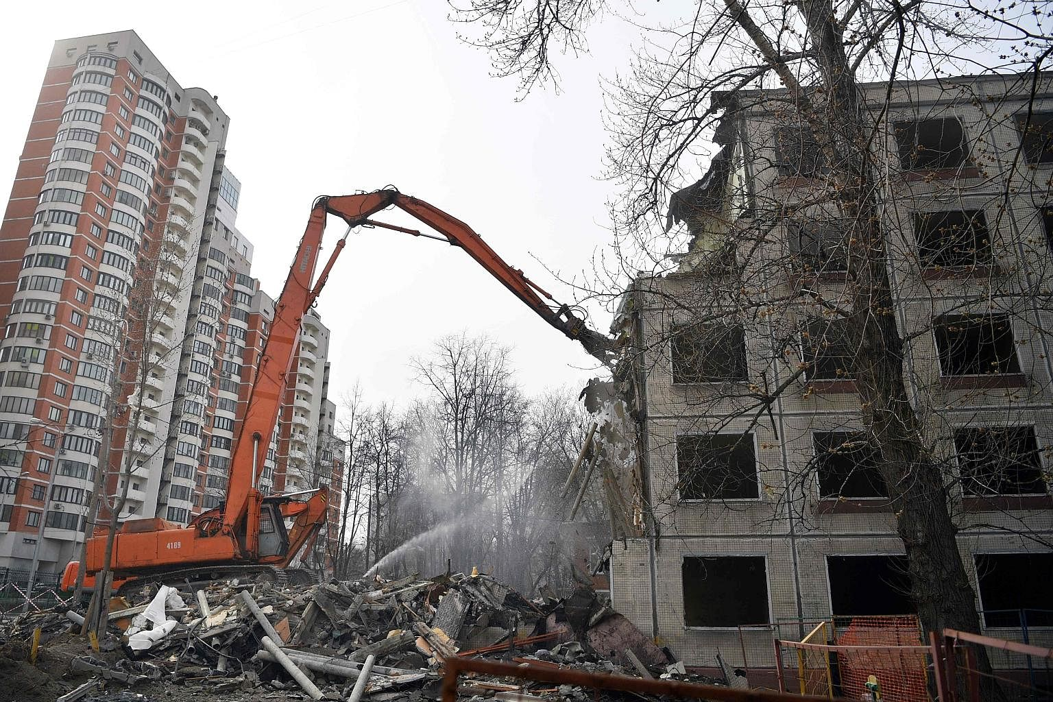 Moscow authorities began to demolish the building Tagansky ATS, despite the protests 04/24/2016 11