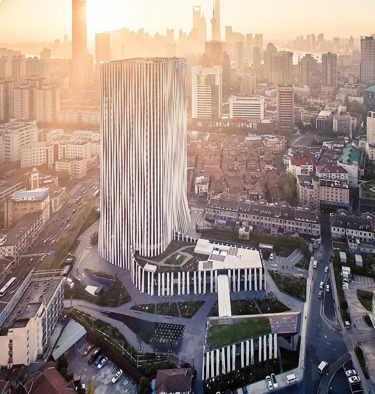 Soho Hongkou is a 29-storey office tower with a two-storey retail podium in the Hongkou shopping district in Shanghai. The building, completed in late 2015, is 200m from North Sichuan Road metro station.