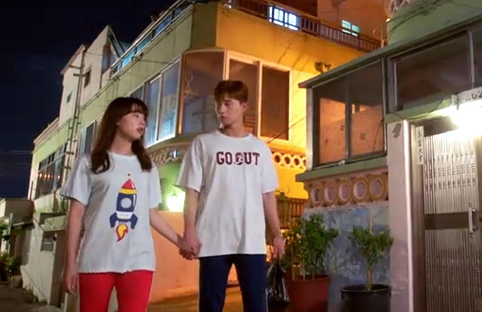 Park Seo Jun and Kim Ji Won (both above) play attractive underachievers in Fight For My Way.