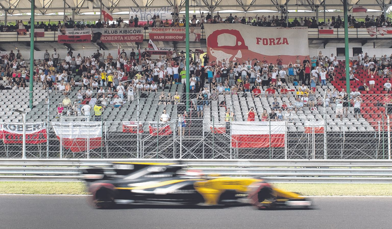 Fans cheering former F1 driver Robert Kubica during a test session for Team Renault on the Hungaroring circuit on Wednesday.