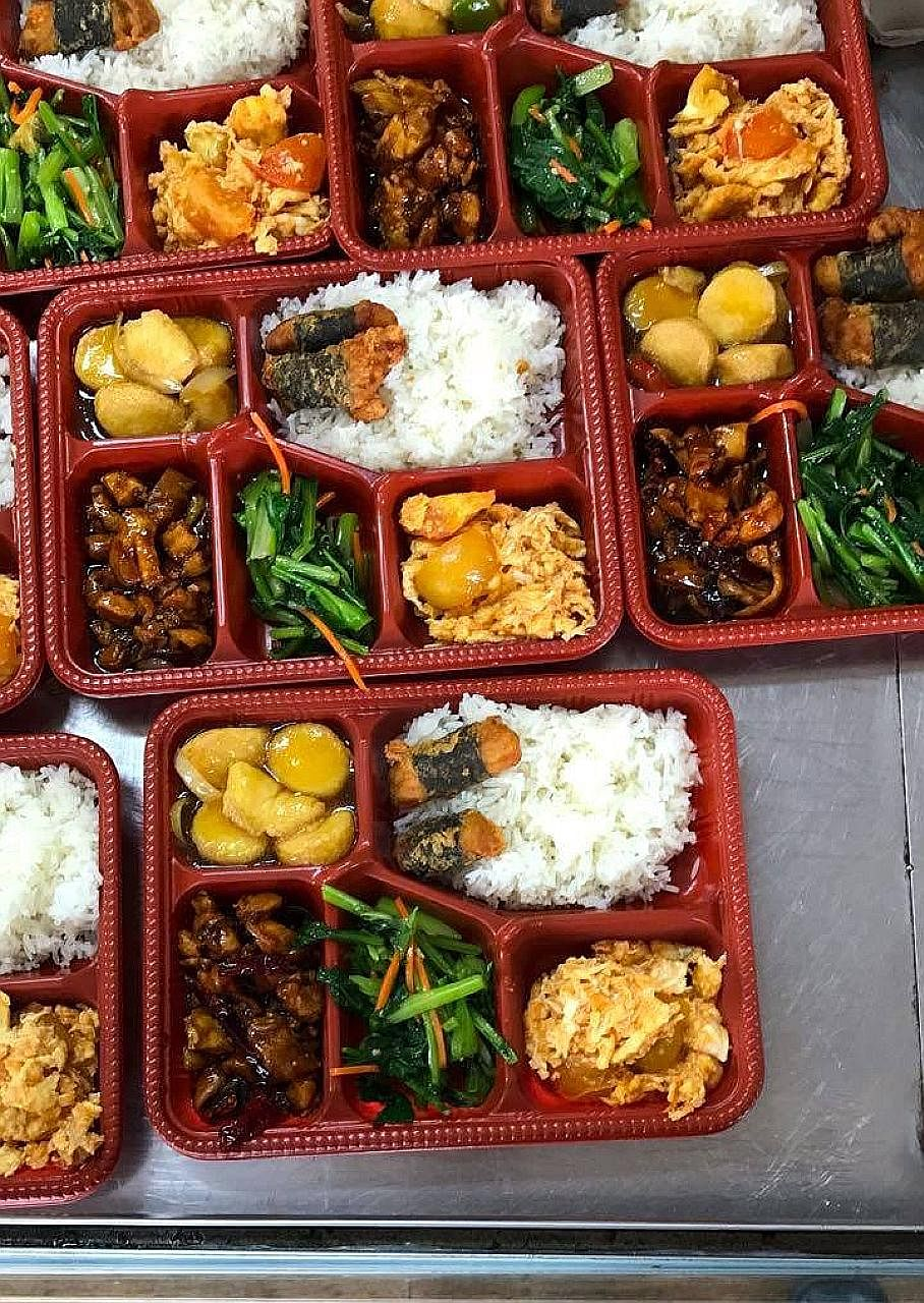 Bento sets from Hiang Lee Chicken Rice stall in Boon Lay Place Food Village offered by HungrySia.