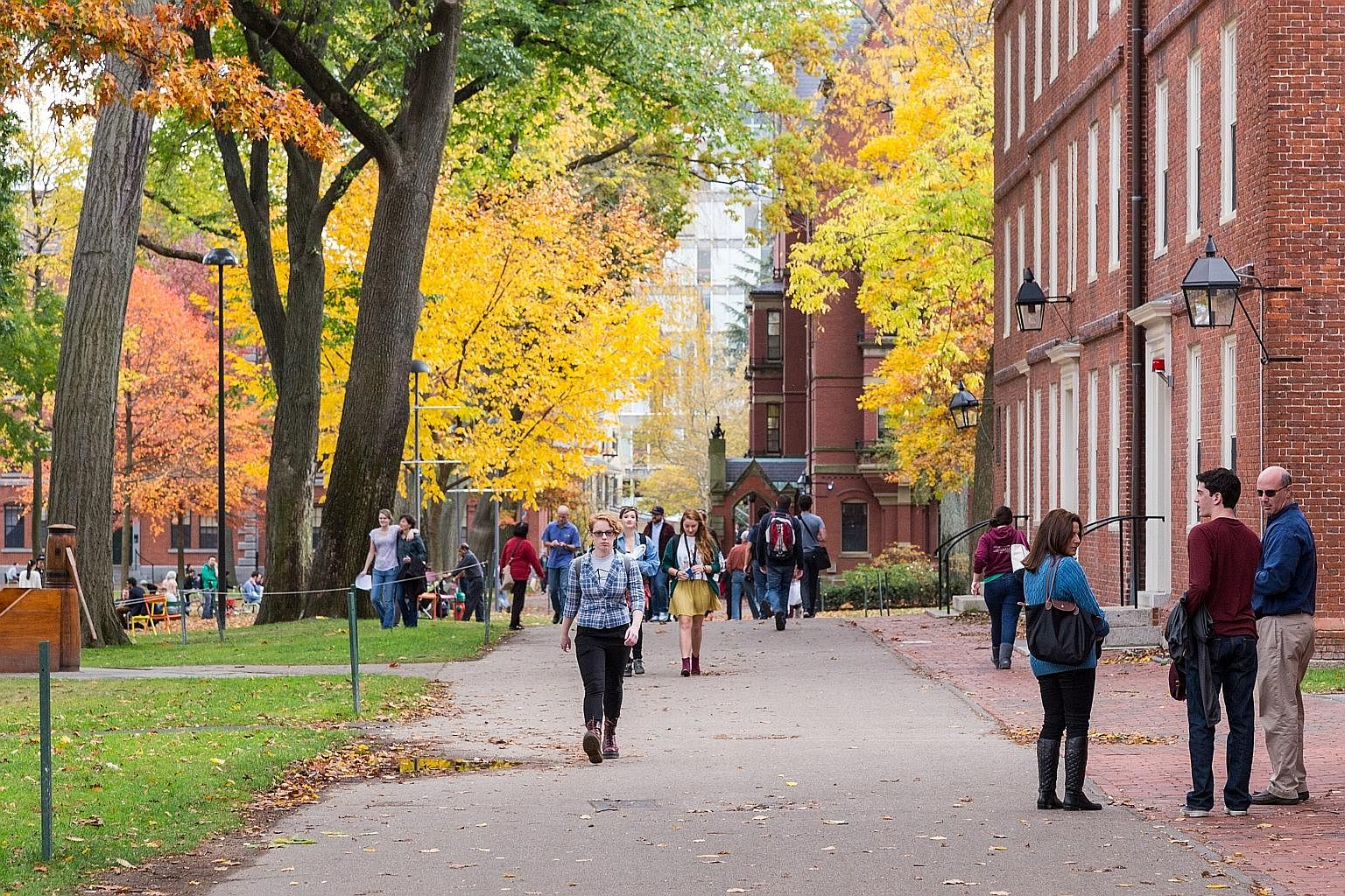 The US Justice Department plans to investigate a complaint by Asian-American organisations that Harvard University discriminates against them by giving an edge to other racial minorities.