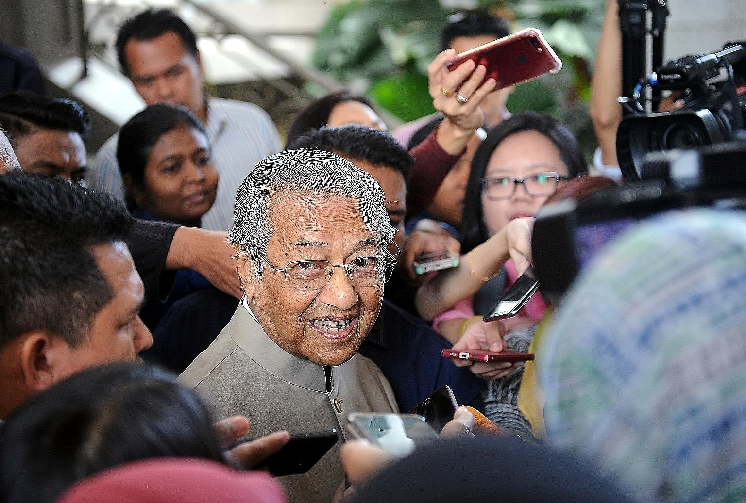 Dr Mahathir Mohamad speaking to reporters in Putrajaya on Aug 24, after attending a hearing of the Royal Commission of Inquiry probing foreign exchange losses suffered by Bank Negara Malaysia in the 1990s. Talk is heating up of the formation of anoth