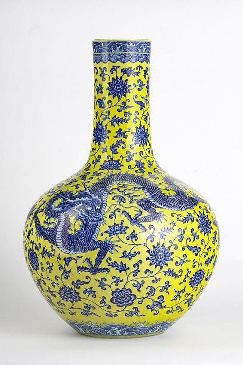 The vase, said to be from the 20th century, bears an unverified 18th century Qianlong era mark.