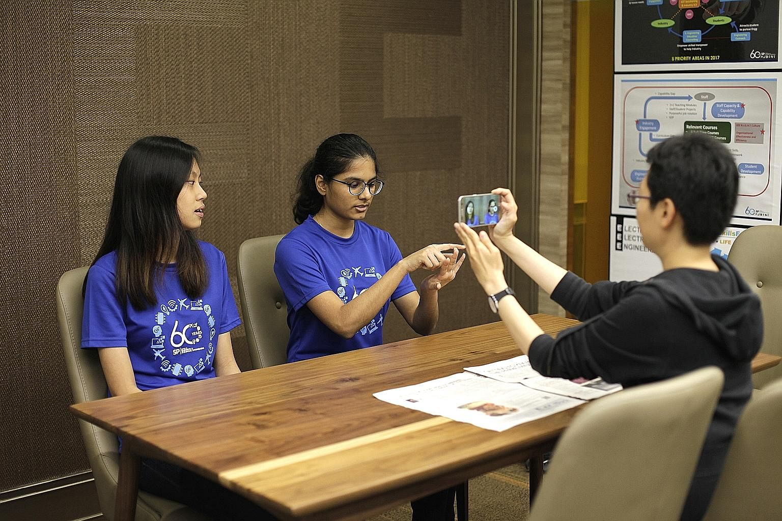 The reporter tests Singapore Polytechnic students Nadine Chiun and Tanaaz Ketan Mistry, both 17, with some memory challenges. In memory sports, competitors memorise things such as sequences of numbers, words and binary numbers within a time limit. An