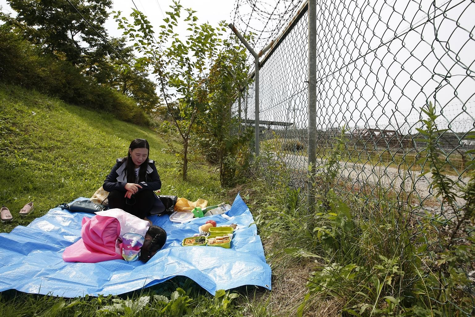 A South Korean mother and daughter holding an ancestor memorial service last week in Paju, Gyeonggi-do province, near the border with the North. South Koreans are afraid of an escalating war of words becoming war in reality, says the writer, noting t