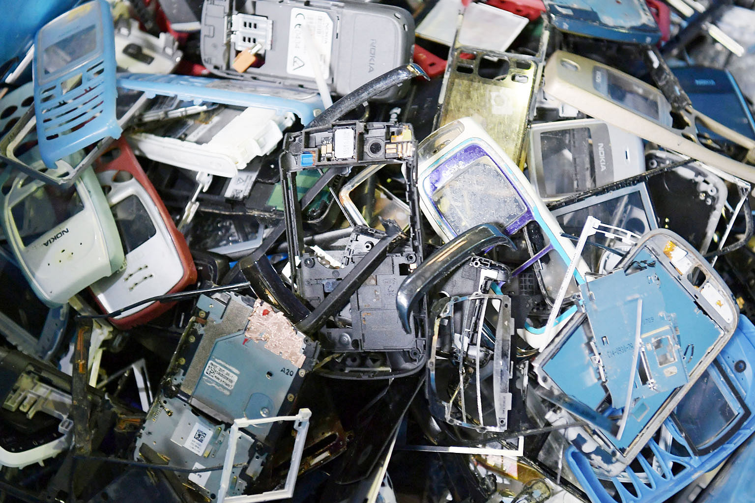 Onus On Goods Producers To Tackle E Waste Singapore News Top Electronics Scrap Recycling Pictures Stories The Straits Times