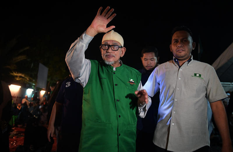Political quake in Malaysia as alliance breaks through with historic win