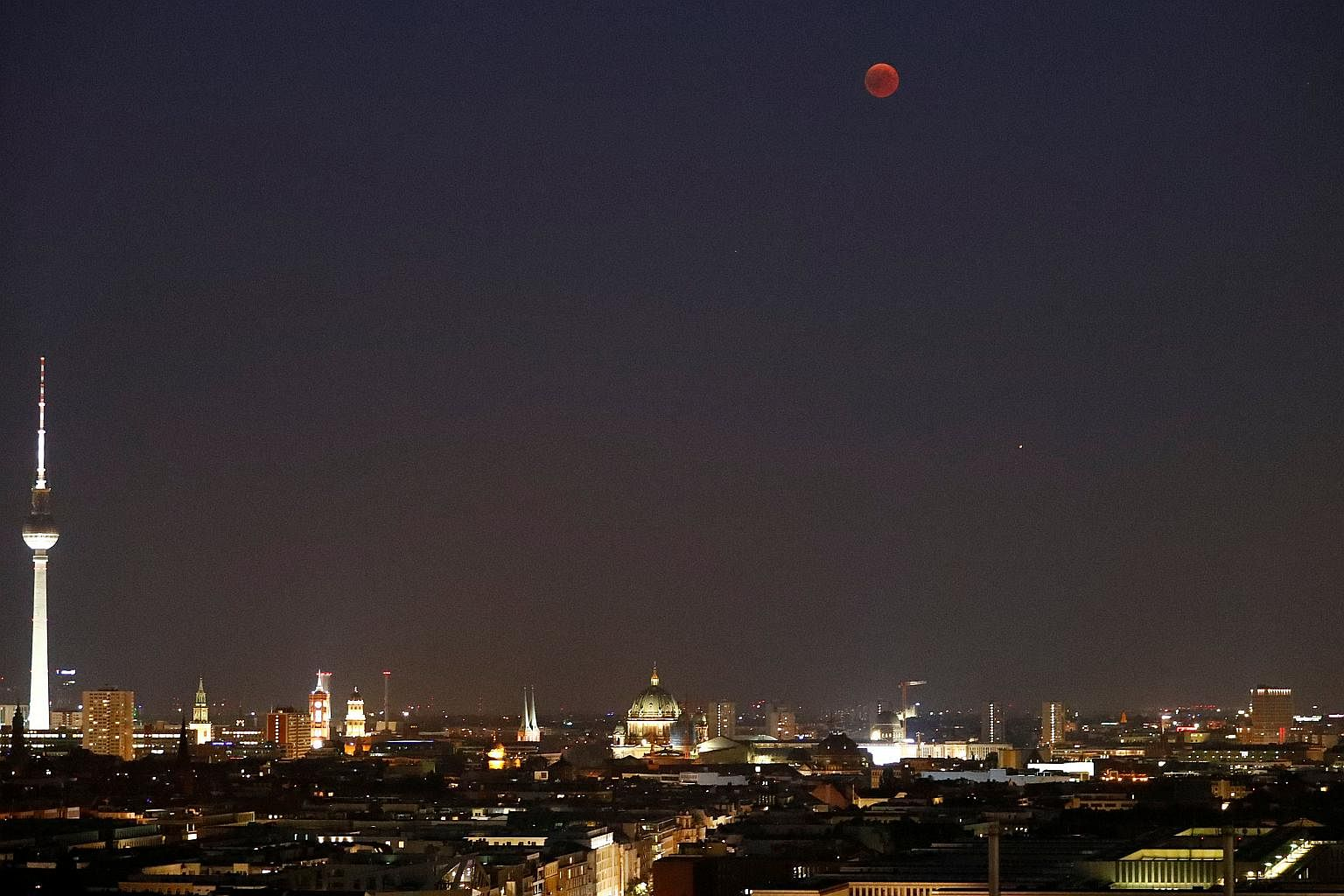 'Blood moon' leaves Kenyans open-mouthed, next one in 2090