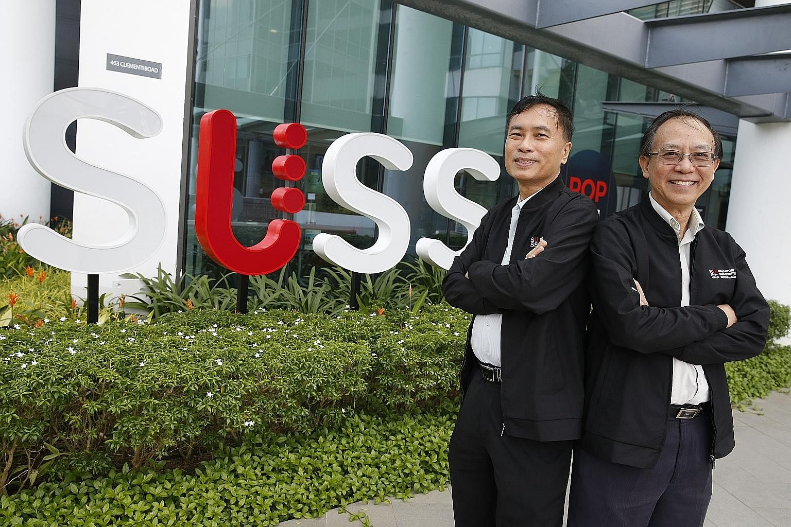 Professor Koh Hian Chye (left), head of the Institutional Research and Analytics Unit at SUSS, and Professor Cheong Hee Kiat, SUSS president.