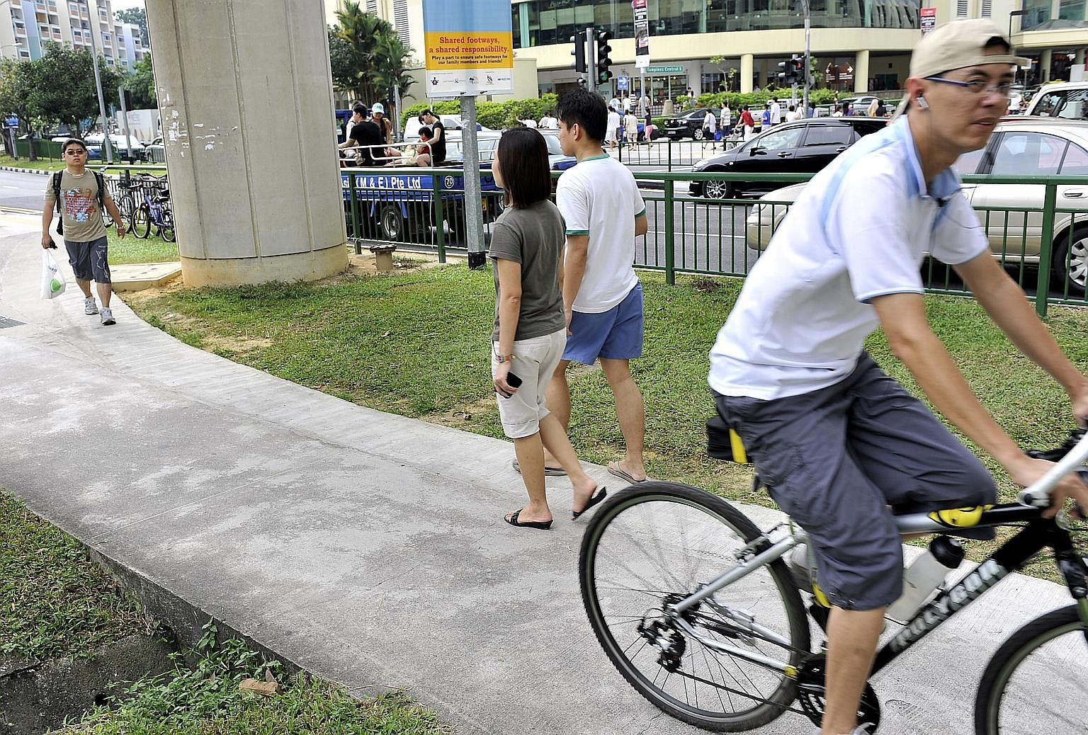 Observers say one difficulty in enforcing the speed limit on cyclists and PMD users is that they may not all have speedometers on their machines.