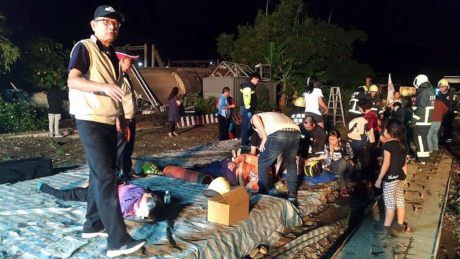 A Taiwan Defence Ministry photo showing rescuers attending to victims of the train accident in Yilan yesterday. Hundreds of medics and firefighters have been dispatched to the scene. The army is also sending 100 troops.