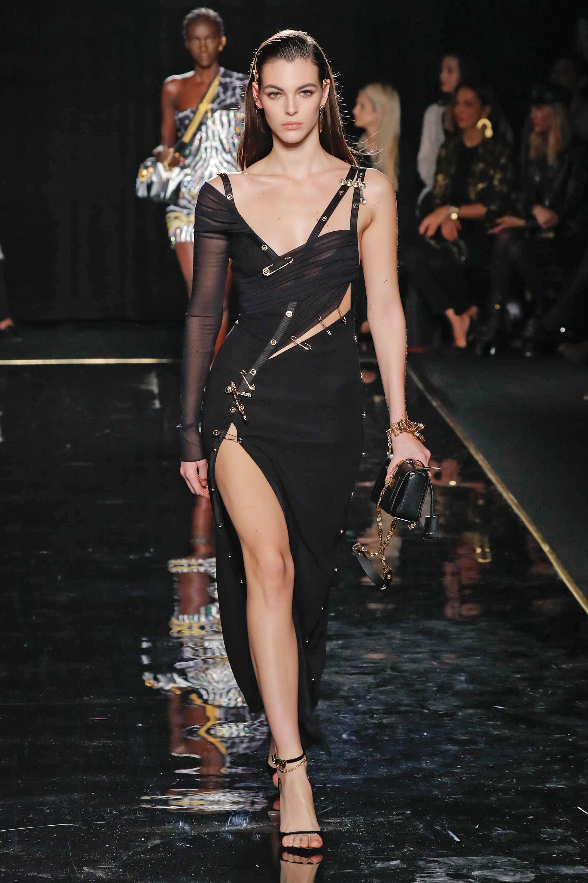 Versace is pinning its hopes on an old hit. On Sunday, the Italian label reincarnated the famous safety-pin gown of 1994, worn by then fairly unknown starlet Elizabeth Hurley, who was accompanying her then boyfriend, British actor Hugh Grant, to a pr