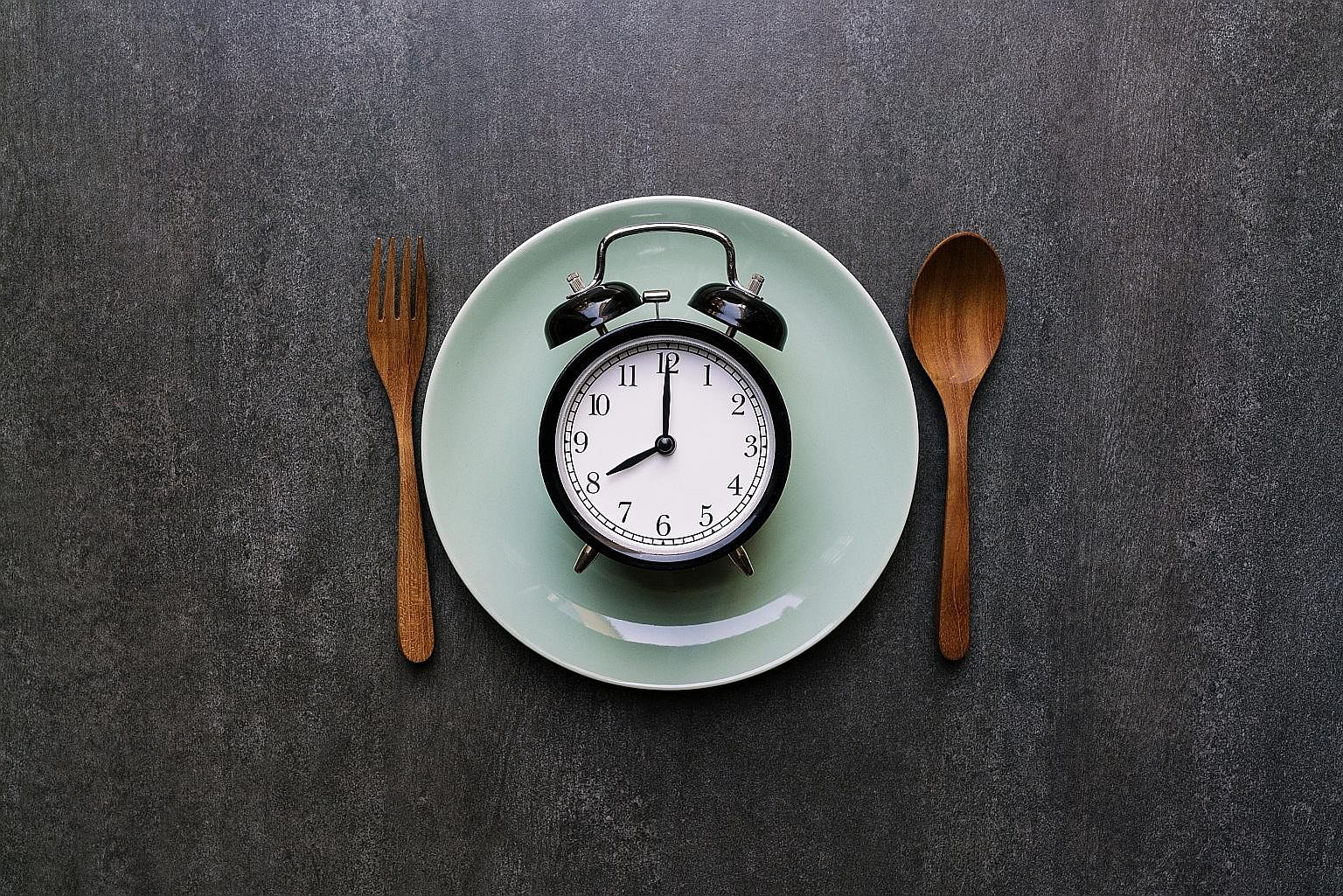 The intermittent fasting regimen involves fasting for certain hours of the day, or for entire days, consecutively or not.