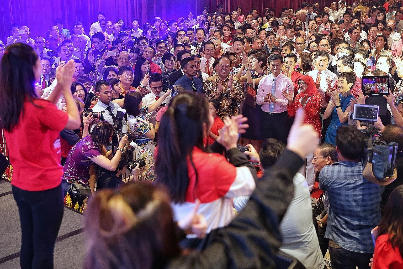 President Halimah Yacob and about 1,000 guests at the Singapore Chinese Cultural Centre (SCCC) took part in a mass dance led by performers on stage during the Spring Reception 2019 yesterday. The event was jointly organised by the SCCC and Singapore