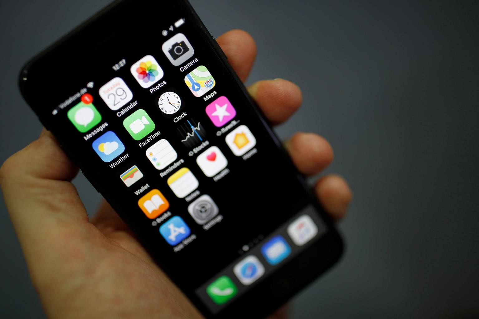 Software pirates hijack Apple tech to let iPhone users