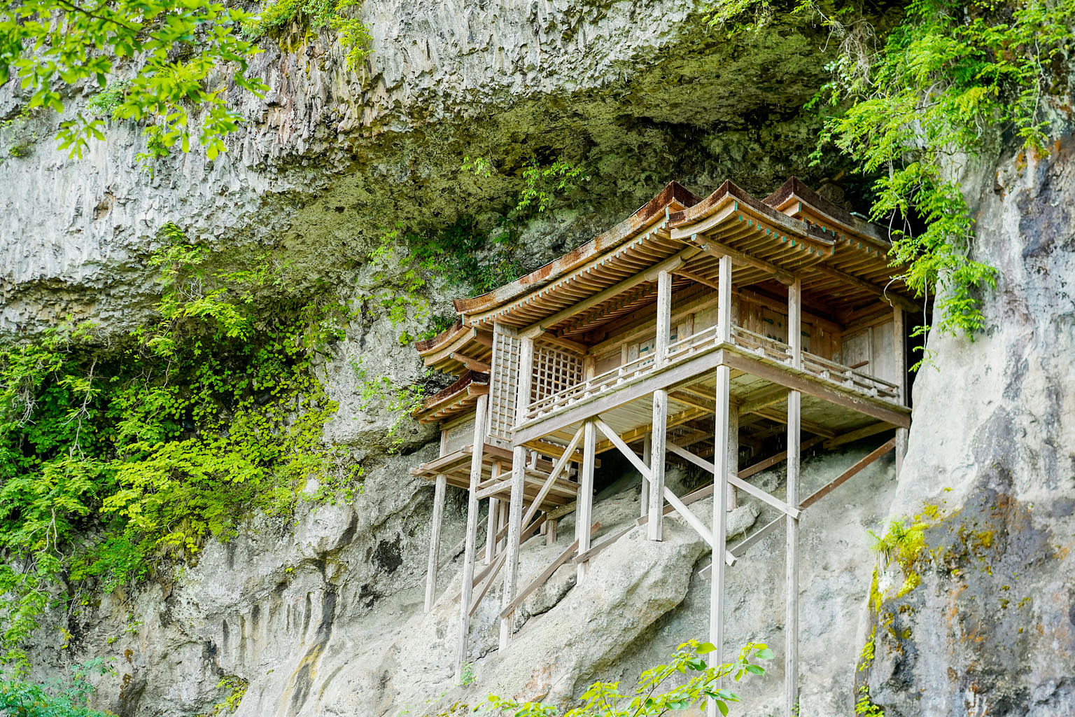 It is a long and steep climb to get to Mitokusan Sanbutsuji Temple, designated a national architectural treasure, as it