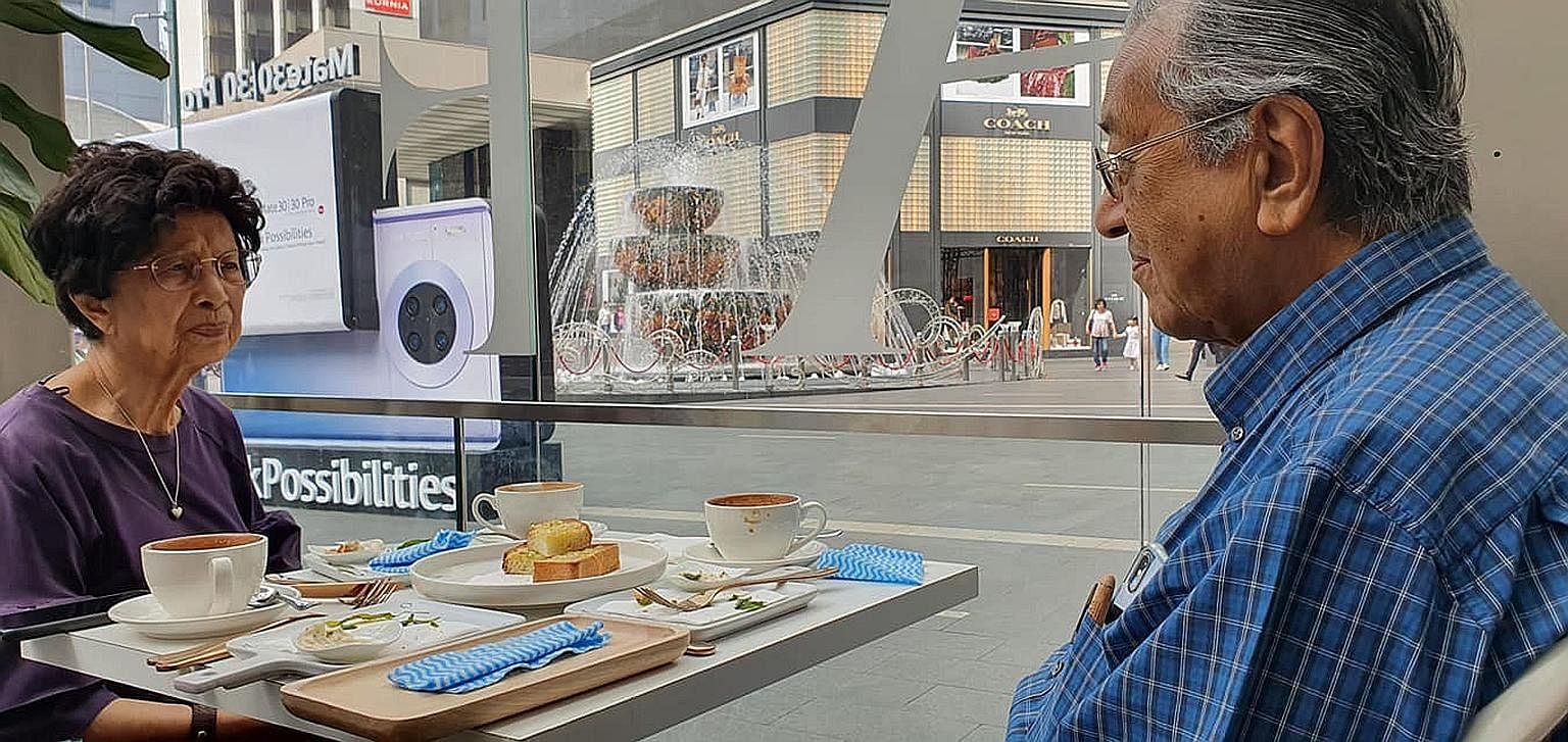 Photos posted on Malaysian Prime Minister Mahathir Mohamad's social media accounts yesterday show him and his wife, Tun Dr Siti Hasmah Mohamad Ali, out on a date in Kuala Lumpur.
