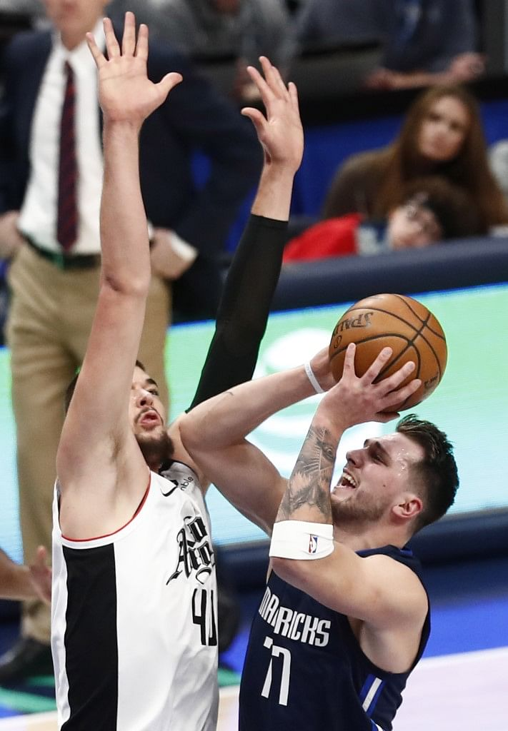 Leonard Stars As Clippers Hold Off Doncic Basketball News