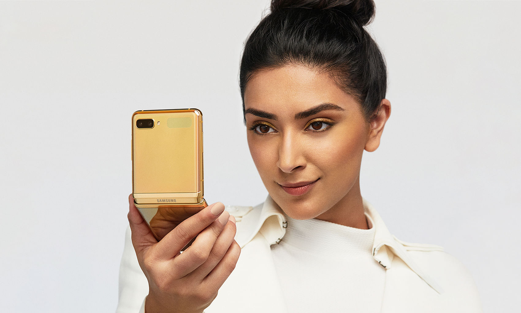6 ways the new Mirror Gold Samsung Galaxy Z Flip can provide new  experiences in different phases of life, Tech News & Top Stories - The  Straits Times