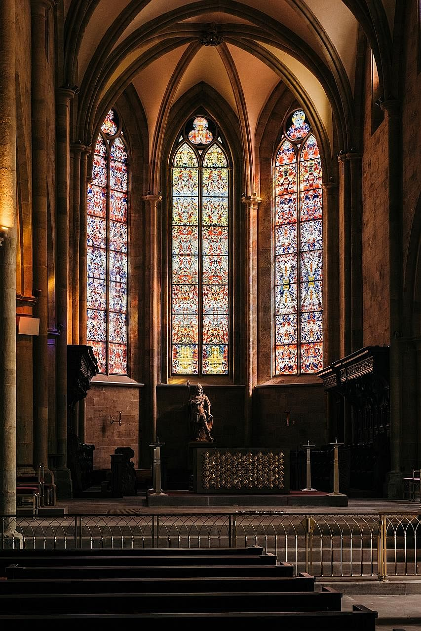 The church windows of Tholey Abbey in Tholey, Germany, were inaugurated last Saturday and designed by artist Gerhard Richter for free.