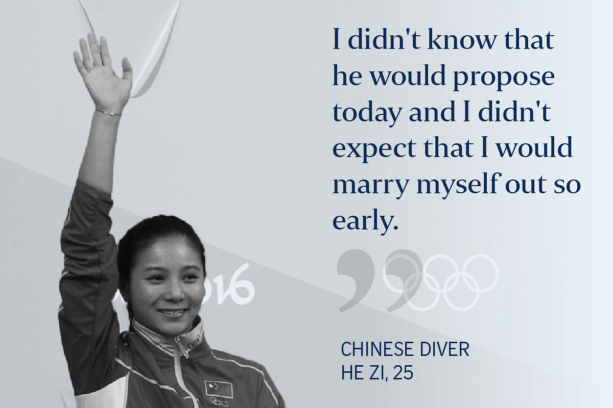 China's He Zi (right) received a marriage proposal from Chinese Olympic diver Qin Kai after her medal ceremony.