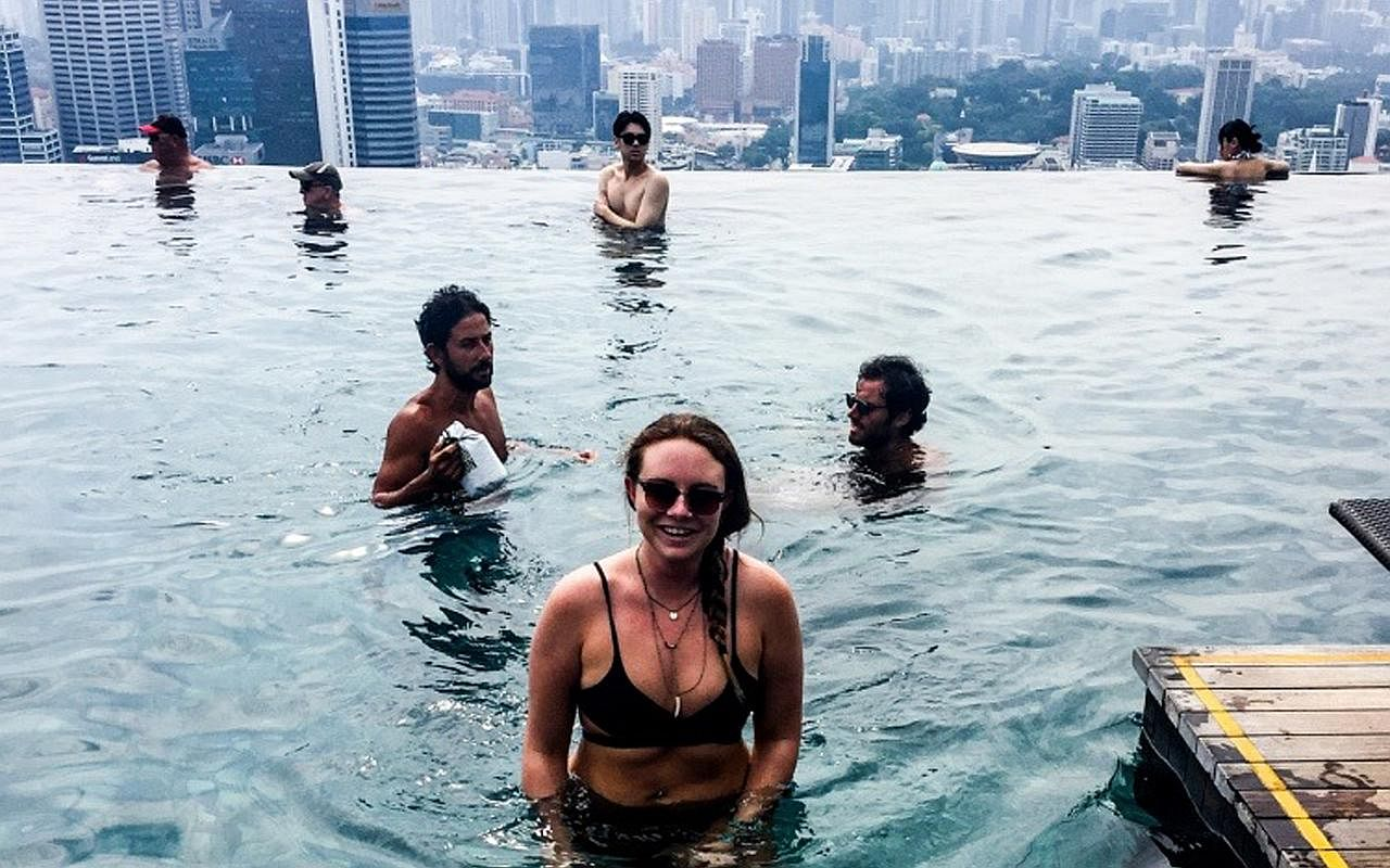 Non guests lie and steal to gain access to marina bay sands 39 infinity pool singapore news top for Gay in singapore swimming pools