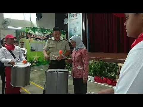 President Halimah meets students behind NDP 2019 combined drum band,
